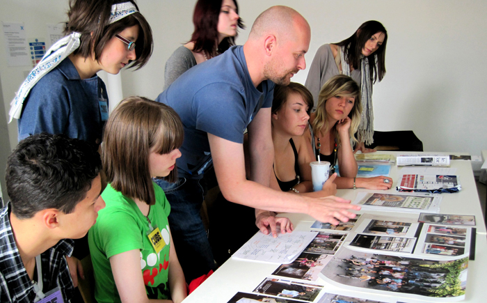 SiteGallery-Show-Tell-with-young-Cube-Journalists